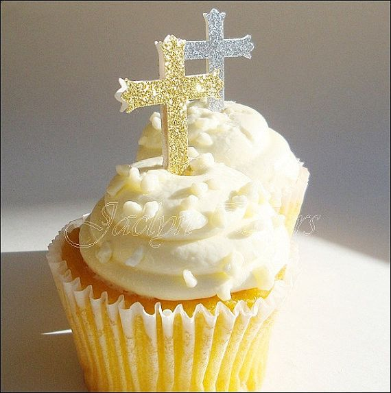 Handmade glitter cross cupcake toppers in your choice of gold, silver or a mix of bother. Add some sparkle to your religious celebrations. Perfect to use as appetizer picks too. Our toppers are double