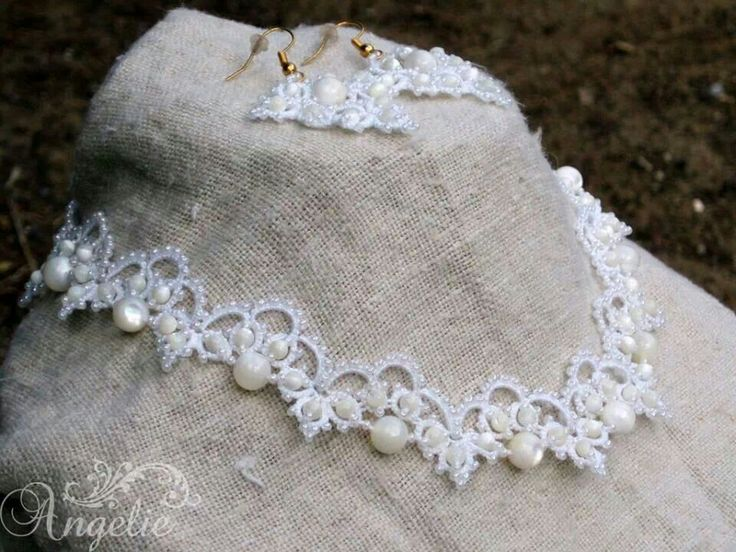 beautiful tatted necklace *** just seems like it's displayed Up side down.