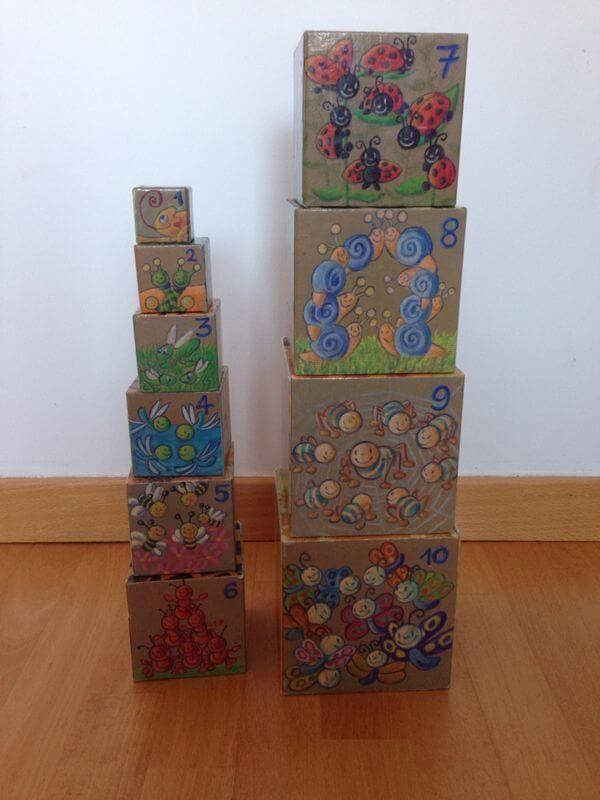 Cubos descubrimiento (0 a 2 años): 10 cubos apilables con bonitos dibujos de animales en las 5 caras.  Con caja original para guardar.  Causa beneficiada: Becas educativas del Casal, Barcelona