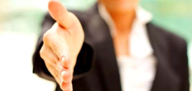 Le 6 tipologie di stretta di mano rivelano la psiche e le intenzioni nascoste