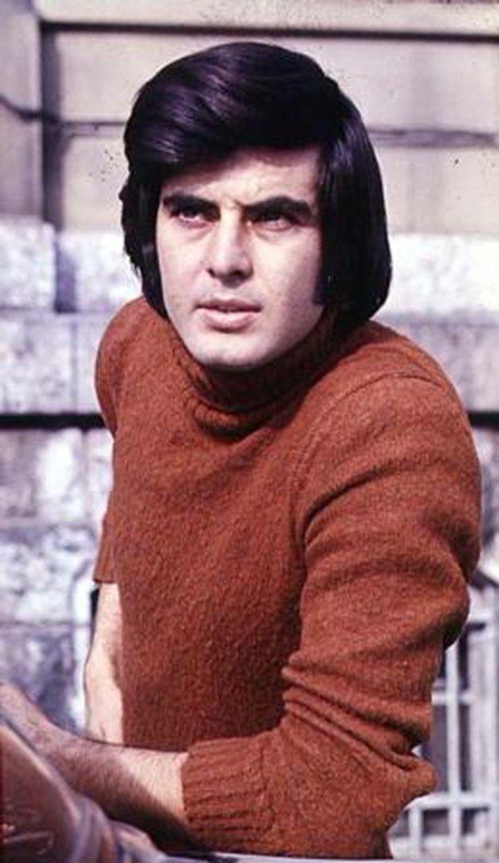 """""""CİCİ ÇOCUK"""":Tarık Akan bu yıllarda giyinişi, tarzı, yakışıklılığıyla Yeşilçam'ın Cici çocuğu'ydu. 1977'de tarzını değiştirmeye başladı. Çalışanların hakkını arayan bir isimdi artık."""