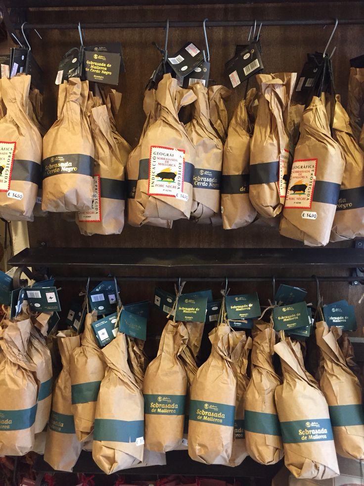 Heute auf dem Blog: schöne Delikatessen-Läden in Palma de Mallorca und das Rezept für mein liebstes Mallorca-Sandwich!  http://cookiesformysoul.de/die-schoensten-laeden-fuer-delikatessen-in-palma-de-mallorca-und-das-rezept-fuer-mein-liebstes-mallorca-sandwich/