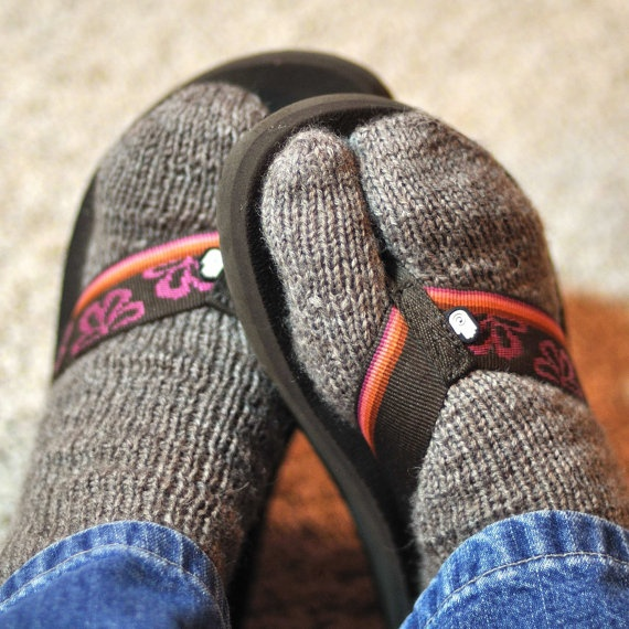 Flip-Flop Winter Socks Knitting Pattern; I know a few people who would love these!