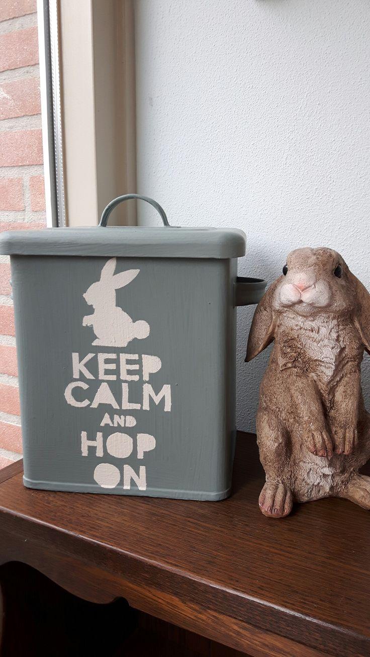 oud blik beschilderd met annie sloan krijt verf en soft wax. leuk voor het konijnen voer. @handmadebylenicka