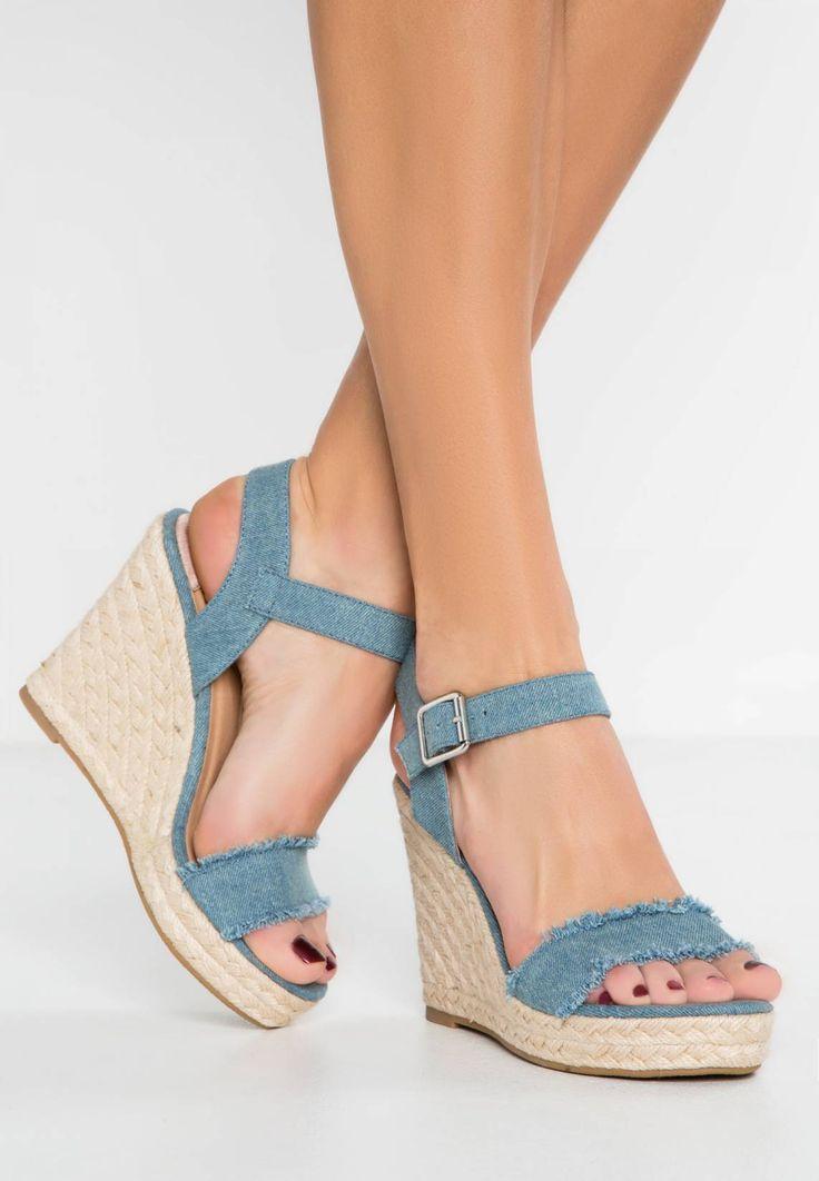 ONLAMELIA - Sandali con la zeppa - denim. #denim #fashion #moda #jeans #giacche di jeans Chiusura:Fibbia. Altezza del tacco:10.5 cm nella taglia 37. Punta:Aperta. Rivestimento:Finta pelle. Suola:Materiale sintetico. Materiale parte superiore:Tessuto. Tipo di tacco:Zeppa,Plateau anterio...