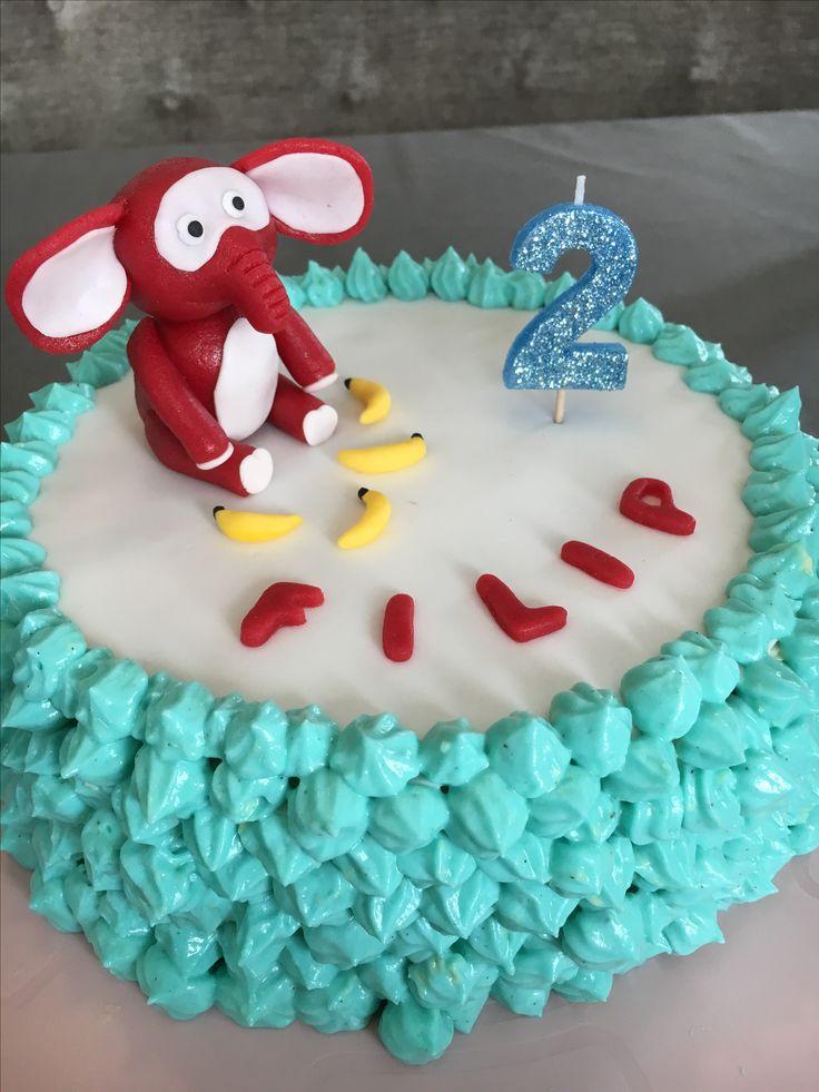 Fantorangenkake. Laget Fantorangen-kake til toåringen. Vaniljekake med ostekrem og fondant. Fantorangen er laget av marsipan, ettersom butikken var fri for rød fondant. Brukte spiselig lim for å feste de ulike delene, samt tynt grillspyd av tre for å holde hodet på plass. #Fantorangenkake # Birthday cake #Fantorangen #barnebursdag
