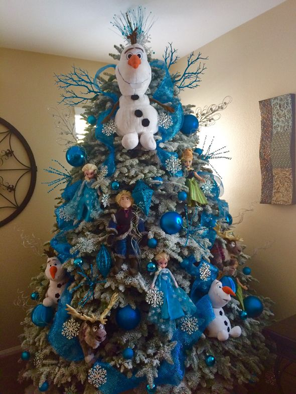 Frozen Inspired Christmas Tree - Pretty My Party #frozen #christmas #tree