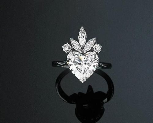 Stunning Heart Diamond Ring sold at Christies #bulgari #jewelry