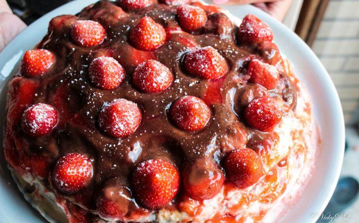 Voor mijn zus haar 20ste verjaardag heb ik gezorgd voor de taart. Iedereen vond de taart zeer geslaagd! De smaken zaten super goed, alleen heb ik misschien wat minder topping op de taart moeten doe…