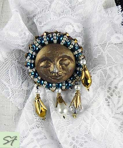 """Брошь """"Золотая луна"""" винтаж вышитая бисером купить на Galabiju.ru"""