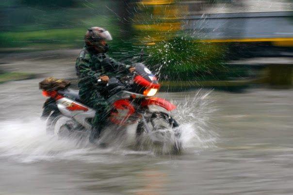 e-moto.gr Official Blog Συμβουλές για ανταλλακτικά και αξεσουάρ μοτοσυκλετών, scooter, παπιά: 15 Συμβουλές για οδήγηση στην βροχή.