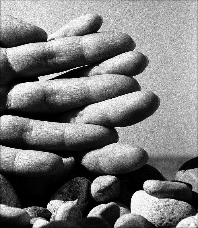 """Yo creía que me tocaban con sus dedos. Pero la poesía no tiene dedos... Fragmento de """"Los detectives salvajes"""", Roberto Bolaño."""