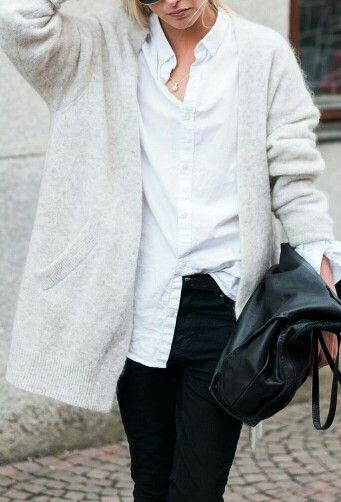 #白 #カーディガン #白黒 #白シャツ #黒パンツ