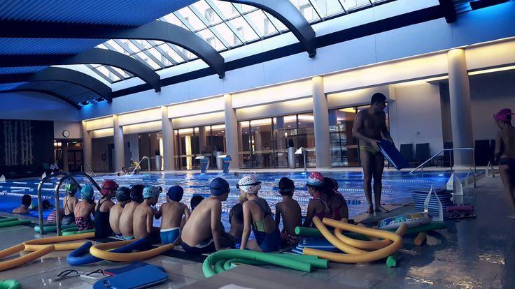 Înotul, ca orice activitate fizică, generează endorfine, care sunt răspunzătoare pentru starea de bine.   Înotul aduce însă și relaxarea pe care o găsim în Yoga, datorită mișcărilor de întindere a mușchilor, precum și a respirației regulate.  Instructor inot Aqua Swim: Tudor Dragos