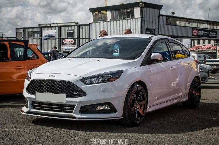 """Ford Focus ST3 with 18"""" Bola B1"""