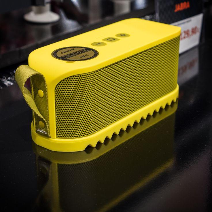Jabran Solemate on huomiotaherättävällä muotoilulla varustettu pienikokoinen, hyvin rakennettu Bluetooth kaiutin. #expertfi #jabra