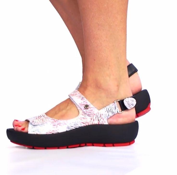 @wolkyshop Deze week op de #catwalk: de 03325 Rio! Deze comfortabele sandaal uit de Swing collectie heeft een dikkere zool en verstelbare bandjes. Met deze schoenen kan jij deze zomer zeker goed voor de dag komen!  #Wolky #Comfortabeleschoenen #sandalen #rio #Feetloveourshoes #designedforwalking #Comfort #zomer #Haverstraatpassage #Enschede