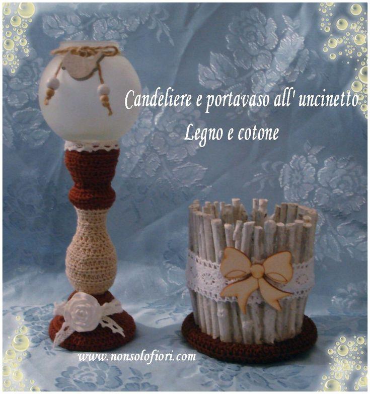 Candeliere rivestito all'uncinetto e portavaso in vetro e legno con base rivestita all'uncinetto #centrotavola #uncinetto #candela #crochet #centerpiece #portavaso #shabby #legno #bacche #candeliere #shabbychic