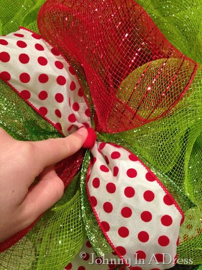 Mesh Christmas Wreath Tutorial
