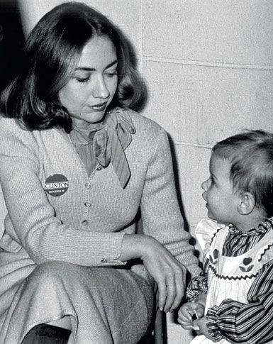 1983  Hillary Clinton with Chelsea in Little Rock, Arkansas.  Photo: Polaris