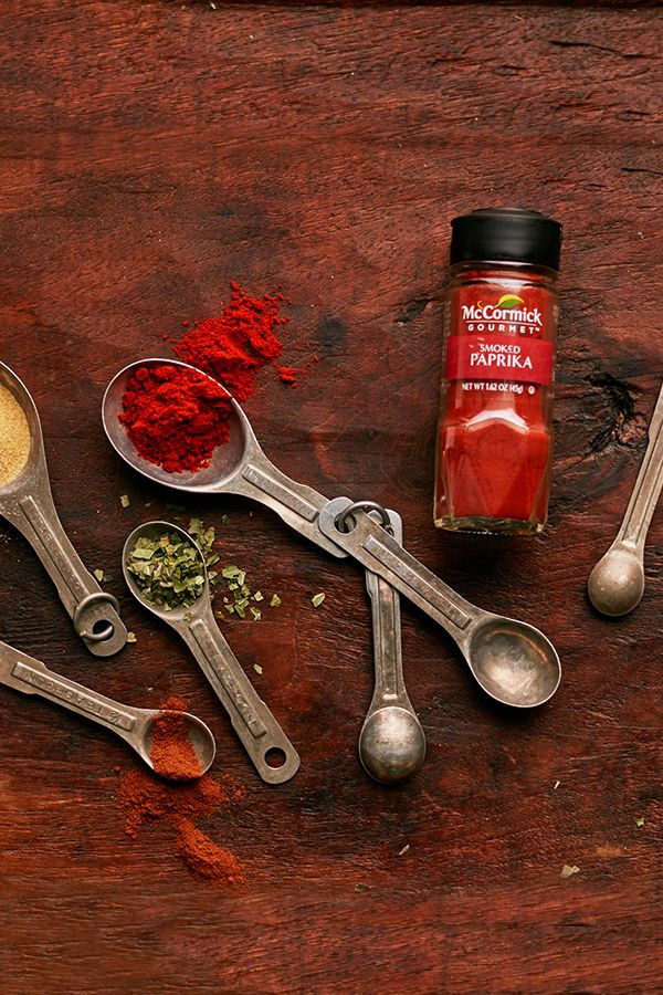 Taste with your eyes first. Our FlavorSealed technology locks oxygen out, helping our herbs and spices maintain their color longer. It's quality that you can see.
