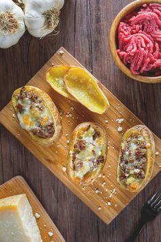 Le #patate al forno ripiene sono un carico di bontà riempite con #carne e #formaggio! #Giallozafferano #ricetta #recipe