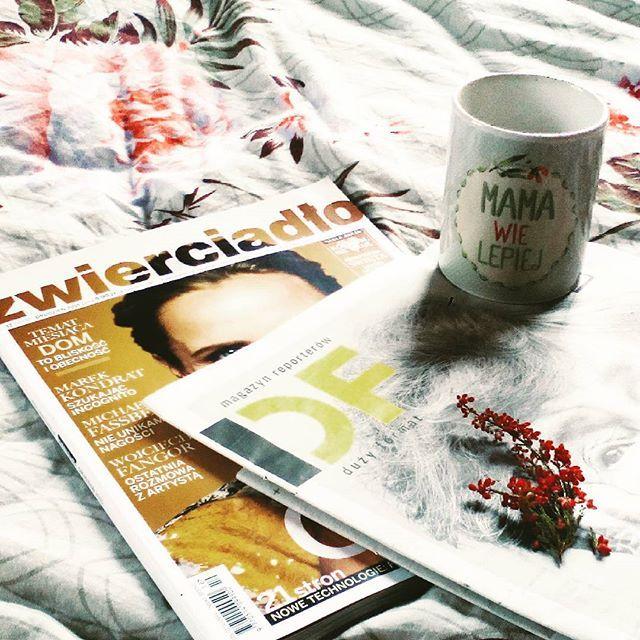 Poranne nadrabianie zaległości  #zwierciadło #dużyformat @spodlady #mamawielepiej #spodlady #morning #pościel #bed #poranek #coffeetime #coffee #kawa #pościelówa #freetime #slow #slowlife #happy #czytam #zaczytana #reading #girl #instalike #pink #monday #poniedziałek