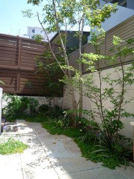ガーデン施工事例 / プライベート 庭、ガーデン 設計施工 奈良、テラス 施工例 シーズン、オリジナルベンチ、緑を楽しむ