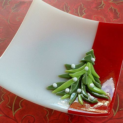 Christmas Tree Plate: Create an adorable small dish for your Christmas décor. Before class, we'll pre-fuse the red and white glass together and then you'll create the tree using your choice of greens and colored dots. Since this project can be completed with NO EXPERIENCE OR SKILLS REQUIRED, it's a perfect time to bring your family and friends to introduce them to glass!