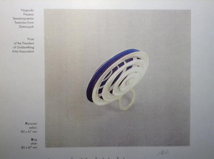 http://jacekkobinski.com/photo-gallery/miedzynarodowe-biennale-bizuterii-artystycznej-camelot-1116-w-krakowie-1998/