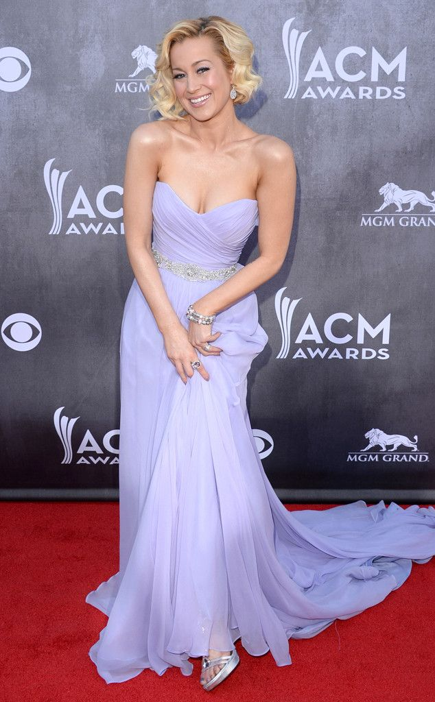 Kellie Pickler wows at the ACM Awards in a lavender Romona Keveza gown with a crystal-adorned belt.