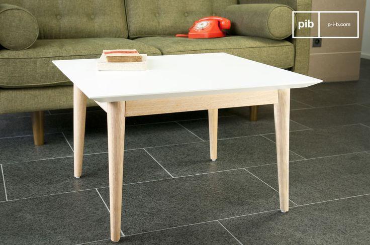 Quadrato o rettangolare, il tavolino da caffè Fjord è caratterizzato da linee semplici ed eleganti. Il suo design trae ispirazione dallo stile degli anni 50 e il ripiano bianco opaco aggiunge un tocco moderno.