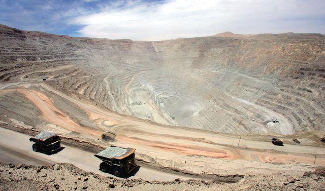 ♪ La mina de Chuquicamata es una mina de cobre y oro a cielo abierto.