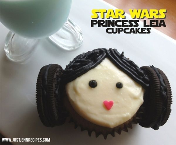Princess Leia Cupcakes that even those who are bad at cake decorating can make. Hooray! | Just Jenn Recipes