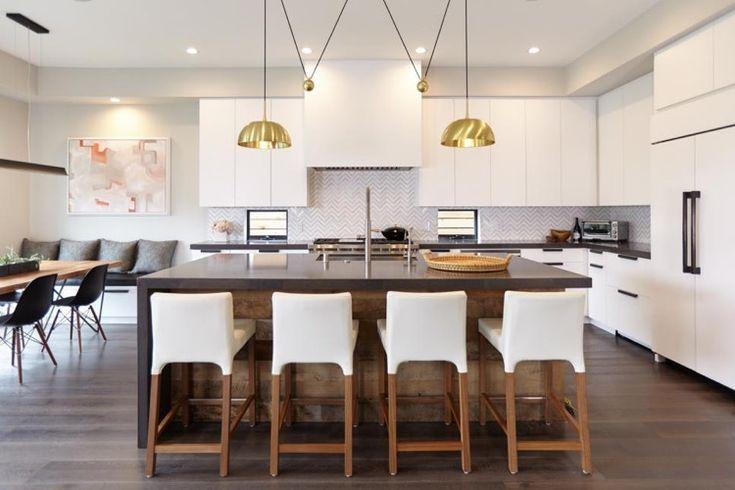 Modèle de cuisine contemporaine blanche et bois pour apparier tendances et convivialité