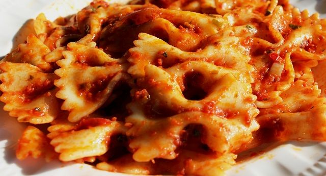 Sunday Pasta®: Farfalle all'Arrabbiata: Garrubbo Guide, All Arrabbiata Spicy, Spicy Tomatoes, Youth Candy Cookie Food, Homemade Tomatoes Sauces, Sunday Pasta Time, Farfalle All Arrabbiata, Homemade Tomato Sauce, Angry Sauces