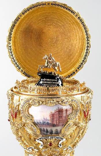 """O deslumbrante ovo de 1903, """"Pedro, o grande"""" quem ganhou foi Alexandra, comemorando os 200 anos a fundação de São Petersburgo pelo tsar Pedro, o grande."""