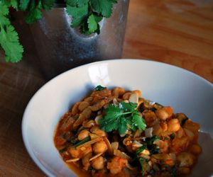Chickpea And Almond Curry: 370 Kcal Per Serving