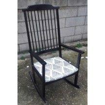 Fauteuil à bascule vintage noir et blanc en bois d'occasion #fauteuil #bascule #vintage #noir #blanc #occasion #bois