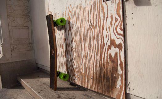 Skates simples e funcionais são feitos reaproveitando barris de uísque