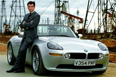 Pierce Brosnan and the BMW Z8.