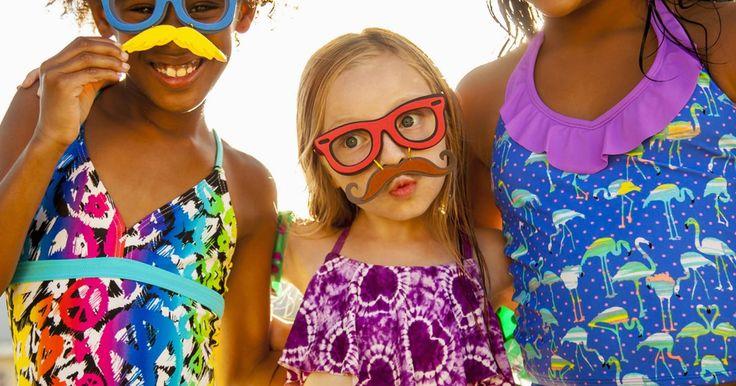 Brincar é coisa séria: a diversão certa para cada fase da criança. Ao brincar, a criança ao mesmo tempo se desenvolve e se diverte. Por isso, é importante saber quais brinquedos são os indicados para cada idade, pois cada fase da infância é responsável pelo desenvolvimento de uma habilidade específica. As atividades ideais colaboram com o ...