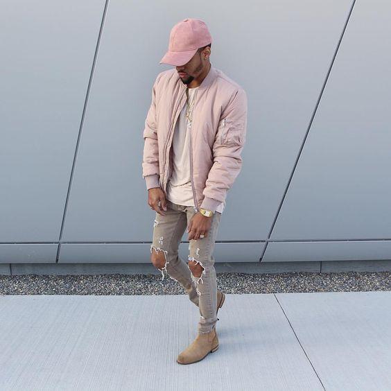 Tom pastel, Tons Pastéis. Macho Moda - Blog de Moda Masculina: Tendências Masculinas para a PRIMAVERA 2017 - Roupa de Homem, Moda Masculina, Moda Masculina 2017, Moda Masculina 2018, Boné aba curvada Rosa, Jaqueta Bomber Rosa, Calça Rasgada, Chelsea boot