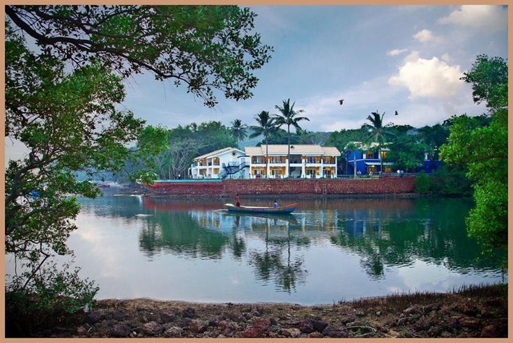 Enliven your dining experience at The River Restaurant by Chef Cyrus Todiwala at Acron Waterfront Resort, Goa. The restaurant offers a fine fusion of cuisines without a menu – so you relish a personalized dish catering to your taste buds. Be it the raw banana parantha or minced lamb with potato crispies or just chana chaat – the menu is sure to tingle your taste buds.