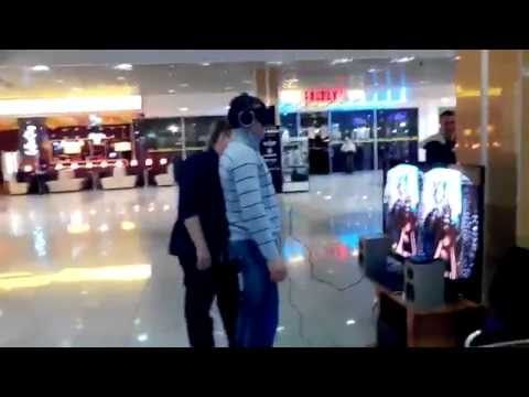 Probably The Most Successful Oculus Rift Prank Ever [Video] - You know you have a hit product on your hands when people immerse themselves so much that pranking them scares them half to death.