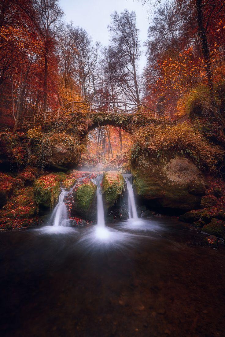 Automne - Cascades près de Mûllerthal au Luxembourg | by Fannie Jowshi on 500px