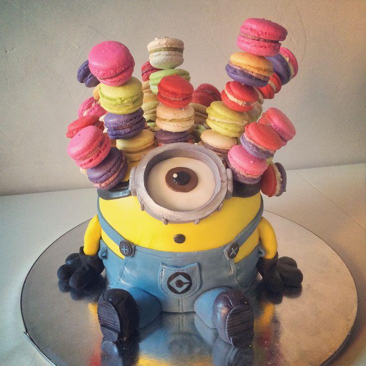 minion macaron cake
