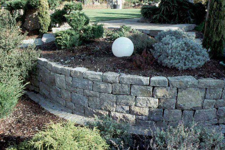 Mauersteine für tolle Dekorationen, Abgrenzungen oder Sichtschutze im Garten.