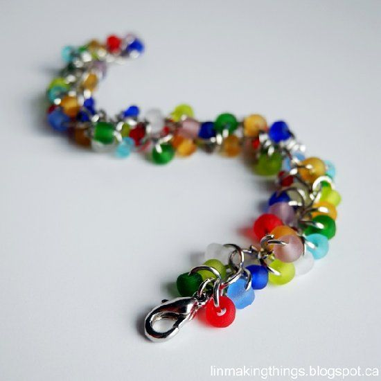 Make this 15 minute DIY jump ring bracelet with just jump rings and beads. Great as last minute stocking stuffers!