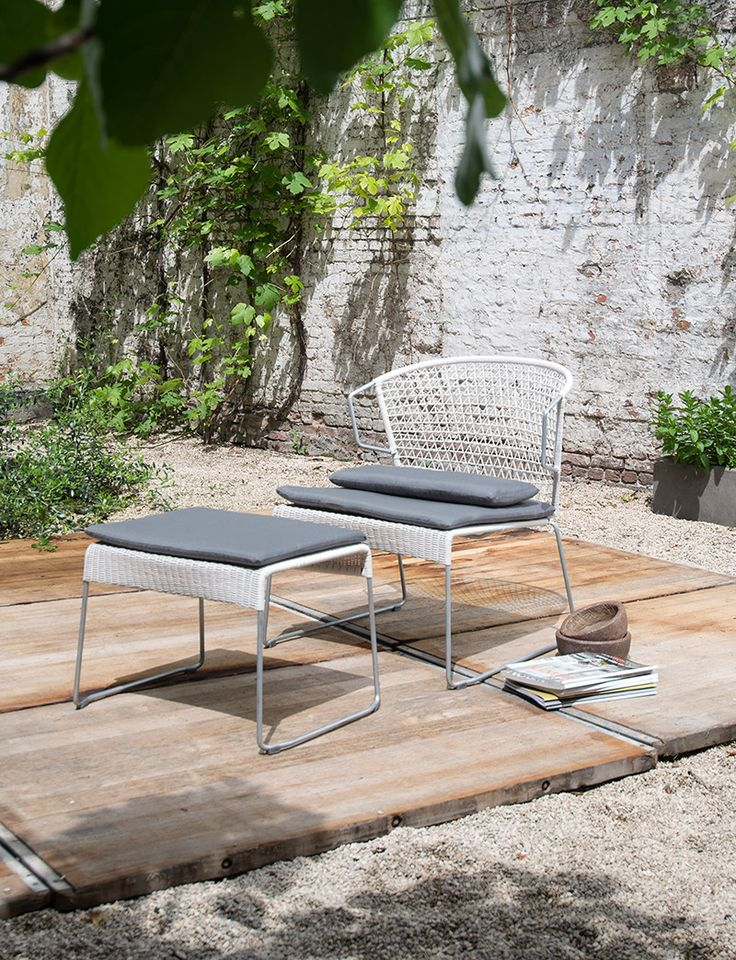 Extra brede tuinstoelen met kussens en voetenbank - Take a load off - Extra wide lawn chair - Foot stool - Extra comfy cushions - #WoonTheater